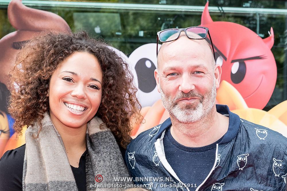 NLD/Amsterdam/20170802 - Premiere De Emoji film, Eddy Zoey en partner Sarah
