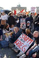 """22 MAR 2003, BERLIN/GERMANY:<br /> Junge Leute demonstrieren mit Transparenten und Schildern """"Stoppt den Krieg"""", waehrend einer Anti-Kriegs-Demonstration gegen den Irak-Krieg vor dem Brandenburger Tor, Pariser Platz<br /> Young people, demonstrating with banners and signs """"Stop the war"""" during an anti-war demonstration against the iraq war near the Brandenburg Gate, Pariser Platz<br /> IMAGE: 20030322-01-016<br /> KEYWORDS: Demonstrant, Demo, sign, bill, demonstrator, peace-demonstration, Demonstranten, demonstrators, Demo"""