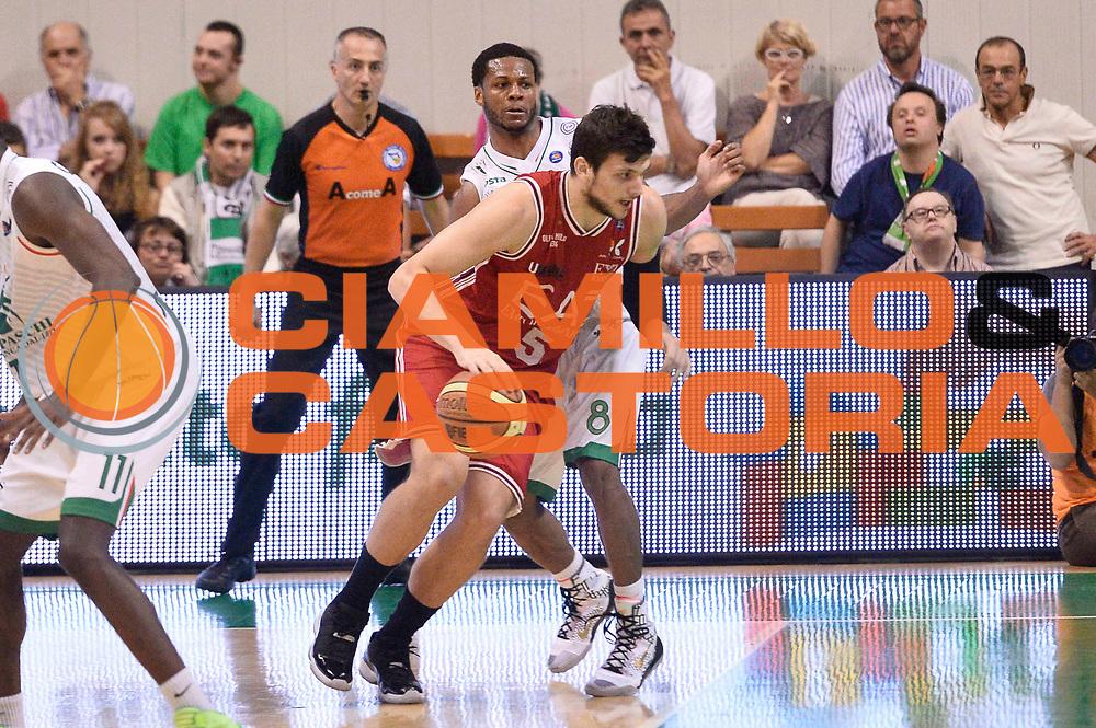 DESCRIZIONE : Siena Lega A 2013-14 Montepaschi Siena vs EA7 Emporio Armani Milano playoff Finale gara 3<br /> GIOCATORE : Alessandro Gentile<br /> CATEGORIA : Palleggio Controcampo<br /> SQUADRA : EA7 Emporio Armani Milano<br /> EVENTO : Finale gara 3 playoff<br /> GARA : Montepaschi Siena vs EA7 Emporio Armani Milano playoff Finale gara 3<br /> DATA : 19/06/2014<br /> SPORT : Pallacanestro <br /> AUTORE : Agenzia Ciamillo-Castoria/GiulioCiamillo<br /> Galleria : Lega Basket A 2013-2014  <br /> Fotonotizia : Siena Lega A 2013-14 Montepaschi Siena vs EA7 Emporio Armani Milano playoff Finale gara 3<br /> Predefinita :