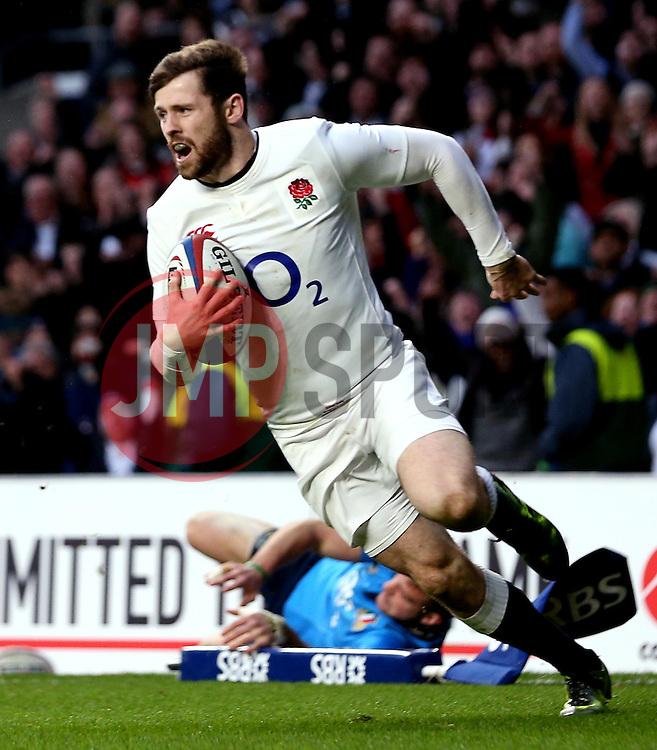 Elliot Daly of England scores a try - Mandatory by-line: Robbie Stephenson/JMP - 26/02/2017 - RUGBY - Twickenham Stadium - London, England - England v Italy - RBS 6 Nations round three