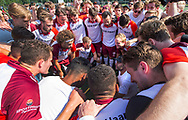 AMSTELVEEN -  Het team van Almere  na de wedstrijd.  Play Offs / Outs Hockey hoofdklasse.  Hurley-Almere (0-1) . Almere wint blijft in de hoofdklasse.  In het midden Pasha Gademan (Almere) . COPYRIGHT KOEN SUYK