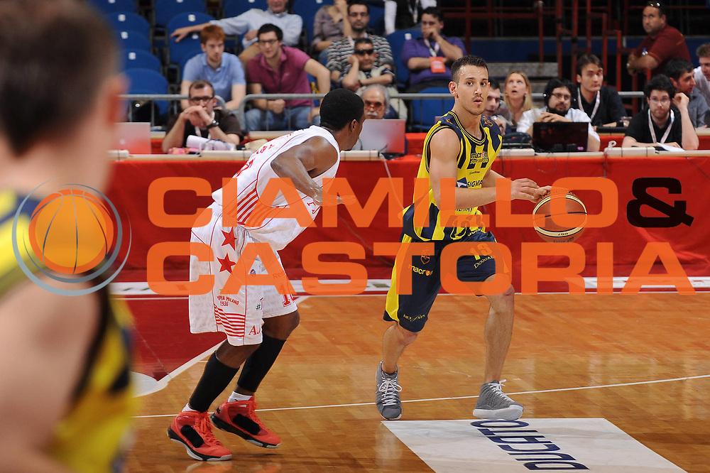 DESCRIZIONE : Milano Lega A 2009-10 Playoff Quarti di Finale Gara 2 Armani Jeans Milano Sigma Coatings Montegranaro<br /> GIOCATORE : Antonio Maestranzi<br /> SQUADRA : Sigma Coatings Montegranaro<br /> EVENTO : Campionato Lega A 2009-2010 <br /> GARA : Armani Jeans Milano Sigma Coatings Montegranaro<br /> DATA : 22/05/2010<br /> CATEGORIA : palleggio<br /> SPORT : Pallacanestro <br /> AUTORE : Agenzia Ciamillo-Castoria/A.Dealberto<br /> Galleria : Lega Basket A 2009-2010 <br /> Fotonotizia : Milano Lega A 2009-10 Playoff Quarti di Finale Gara 2 Armani Jeans Milano Sigma Coatings Montegranaro<br /> Predefinita :