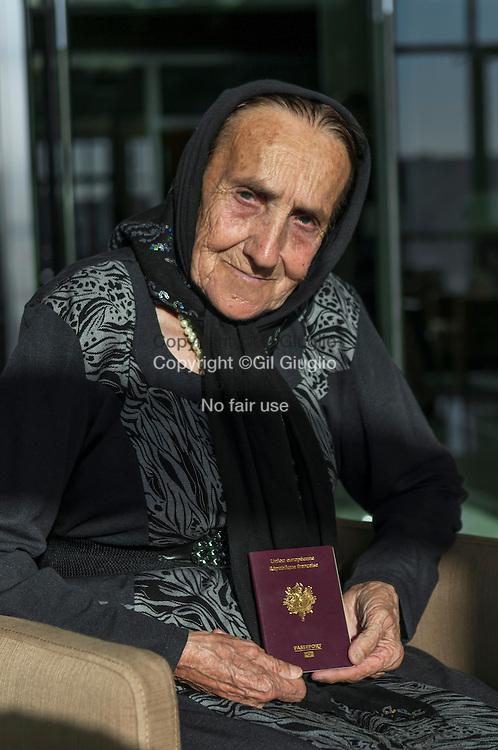 Azerbaïdjan, Bakou, Yvonne Botto française habitant ici depuis 1947, elle vient de retrouver son passeport // Azerbaidjan, Baku, Yvonne Botto, a french who live here since 1947, she just find her passeport