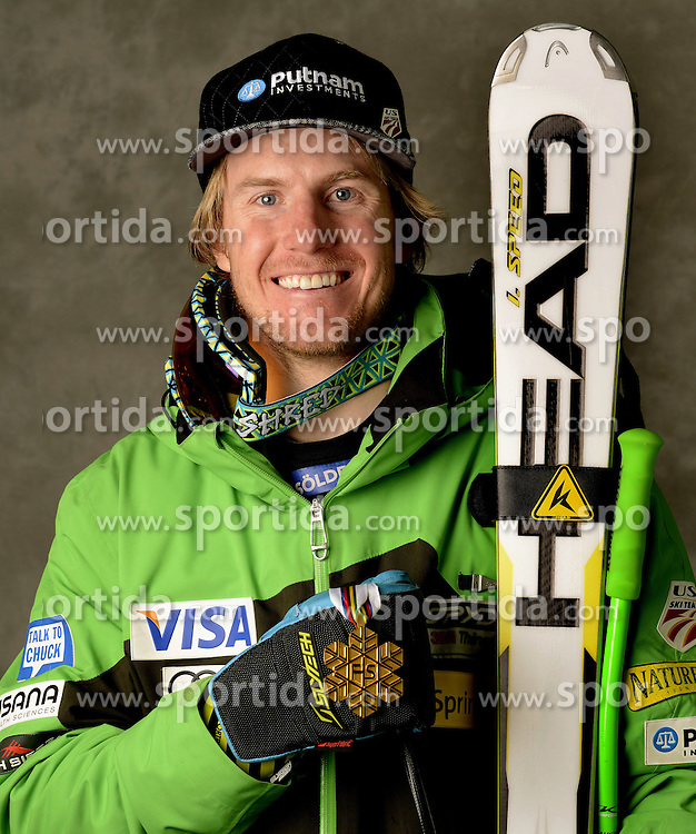 06.02.2013, Planai, Schladming, AUT, FIS Weltmeisterschaften Ski Alpin, Super G, Herren, Medaillen Praesentation, im Bild Goldmedaillen Gewinner Ted Ligety (USA) // Ted Ligety of United States poses with his Gold Medal. during Mens SuperG Medal Presentation at the FIS Ski World Championships 2013 at the Planai Course, Schladming, Austria on 2013/02/06 ***** ACHTUNG: VERÖFFENTLICHUNGS- SPERRFRIST 18:30 Uhr ***** // ***** PLEASE NOTE: Publication EMBARGO 18:30 clock ***** . EXPA Pictures © 2013, PhotoCredit: EXPA/ Erich Spiess