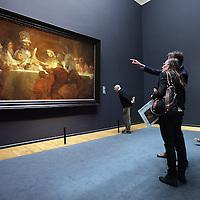 Nederland, Amsterdam , 21 maart 2014.<br /> De samenzwering van de Bataven onder Claudius Civilis van Rembrandt hangt in de erezaal van het Rijksmuseum.<br /> n 1661 maakte Rembrandt van Rijn, in opdracht van het Amsterdamse stadsbestuur, het schilderij De samenzwering van de Bataven onder Claudius Civilis. Het doek, dat eigendom is van de Koninklijke Zweedse Academie voor Schone Kunsten, is binnenkort tijdelijk in Nederland te zien.<br /> Vanaf 21 maart is het meesterwerk te zien op de Eregalerij van het Rijksmuseum.<br /> The Conspiracy of the Batavians under Claudius Civilis by Rembrandt in the hall of honor of the Rijksmuseum.<br /> Foto:Jean-Pierre Jans
