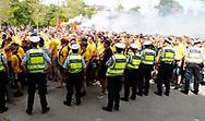 FODBOLD: Brøndby-fans på vej til finalen i DBU Pokalen mellem FC København og Brøndby IF den 25. maj 2017 i Telia Parken, København. Foto: Claus Birch