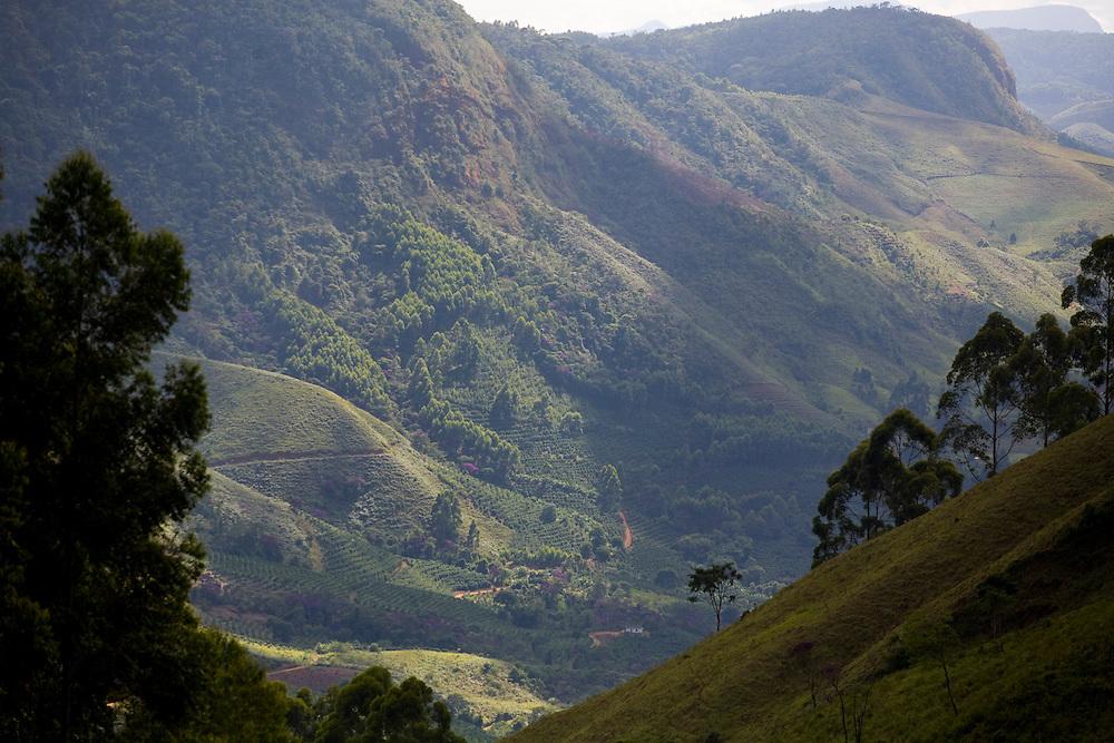 Muniz Freire_ES, Brasil...Vista do ponto mais alto da Rota imperial...View from the highest point of the Imperial route...Foto: LEO DRUMOND / NITRO