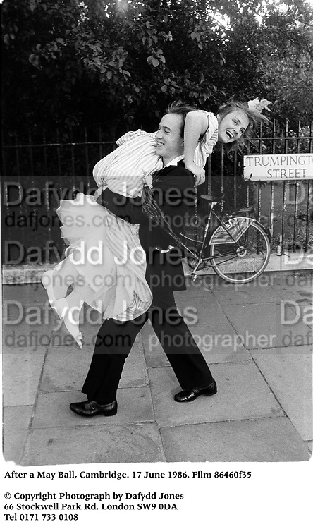 After a May Ball, Cambridge. 17 June 1986. Film 86460f35<br />© Copyright Photograph by Dafydd Jones<br />66 Stockwell Park Rd. London SW9 0DA<br />Tel 0171 733 0108