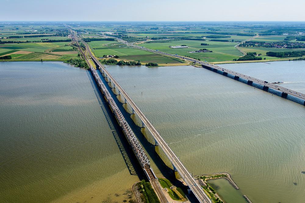 Nederland, Zuid-Holland, Hollandsch Diep 10-06-2015; Moerdijkbruggen over Hollandsch Diep. Spoorbruggen naar Brabant, recht vrug autoverkeer..<br /> Bridges across Hollands Diep, motorway and two railway bridges.<br /> luchtfoto (toeslag op standard tarieven);<br /> aerial photo (additional fee required);<br /> copyright foto/photo Siebe Swart