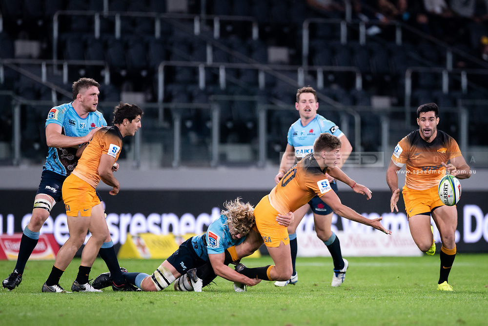 SYDNEY, AUSTRALIA - MAY 25: Jaguares player Domingo Miotti (10) passes the ball at week 15 of Super Rugby between NSW Waratahs and Jaguares on May 25, 2019 at Western Sydney Stadium in NSW, Australia. (Photo by Speed Media/Icon Sportswire)