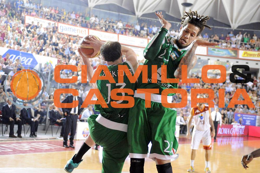 DESCRIZIONE : Roma Lega A 2012-2013 Acea Roma Montepaschi Siena  playoff finale gara 2<br /> GIOCATORE : Viktor Sanikidze Daniel Hackett<br /> CATEGORIA : Rimbalzo Curiosita<br /> SQUADRA : Montepaschi Siena<br /> EVENTO : Campionato Lega A 2012-2013 playoff finale gara 2<br /> GARA : Acea Roma Montepaschi Siena<br /> DATA : 13/06/2013<br /> SPORT : Pallacanestro <br /> AUTORE : Agenzia Ciamillo-Castoria/Max.Ceretti<br /> Galleria : Lega Basket A 2012-2013  <br /> Fotonotizia : Roma Lega A 2012-2013 Acea Roma Montepaschi Siena playoff finale gara 2<br /> Predefinita :
