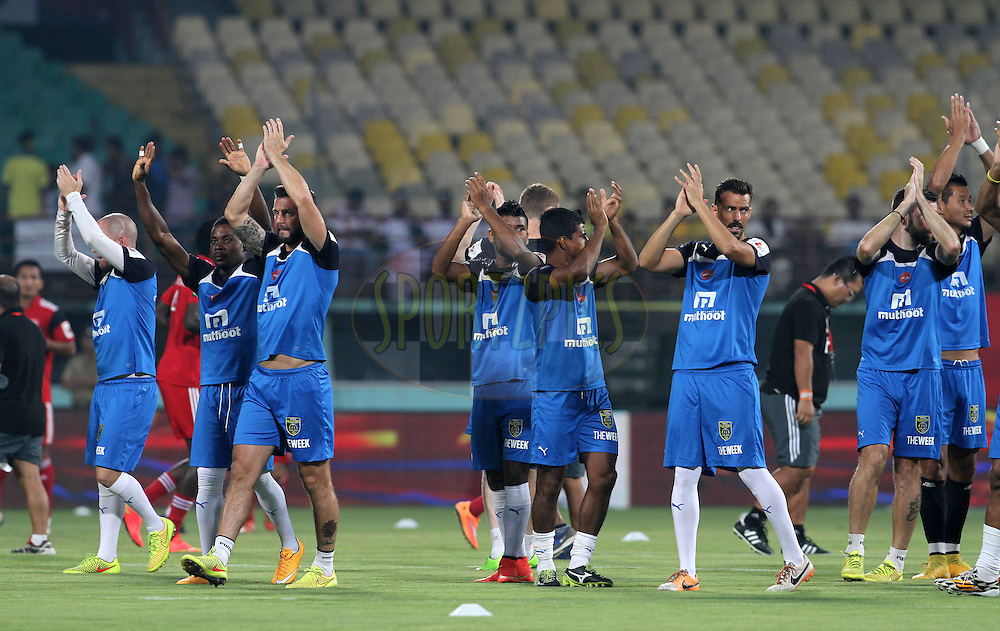 Kerala Blasters FC players waves towards the crowd during match 49 of the Hero Indian Super League between Kerala Blasters FC and North East United FC held at the Jawaharlal Nehru Stadium, Kochi, India on the 4th December 2014.<br /> <br /> Photo by:  Vipin Pawar/ ISL/ SPORTZPICS