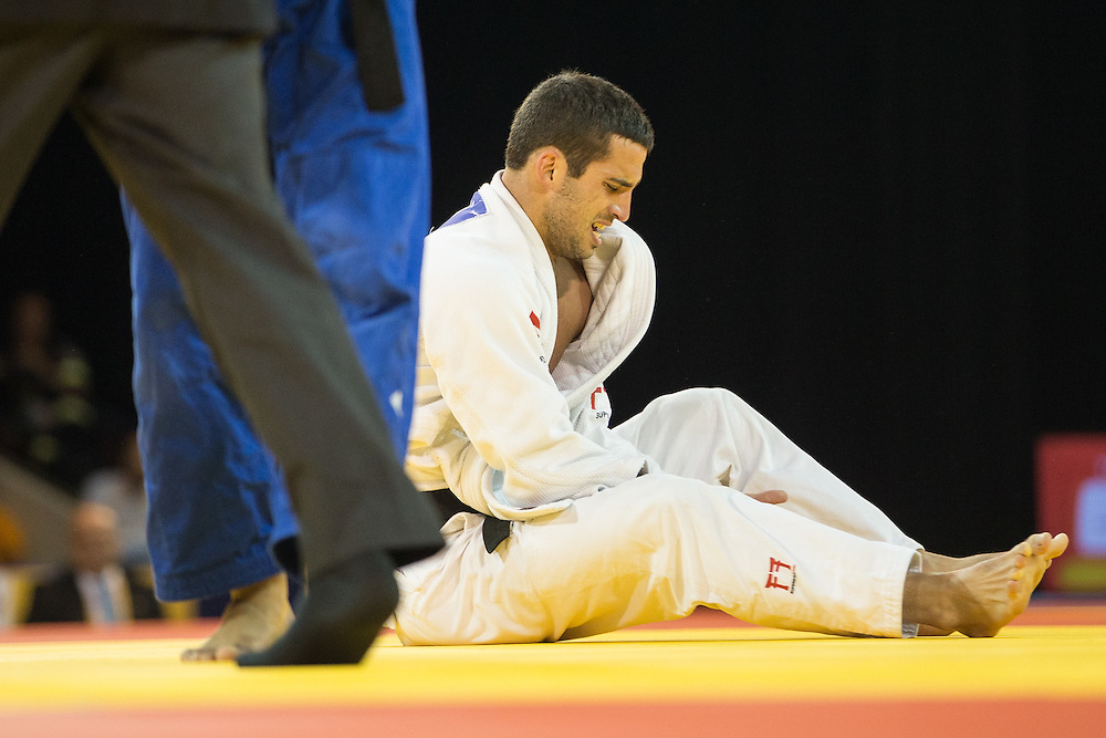 Alejandro Clara winces in pain after injuring his finger during his gold medal contest  against Magdeil Estrada of Cuba in the men's judo 73kg class at the 2015 Pan American Games in Toronto, Canada, July 12,  2015.   AFP PHOTO/GEOFF ROBINS