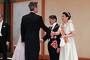 De Japanse keizer Naruhito heeft officieel de troon aanvaard en de belofte afgelegd dat hij zijn plicht als symbool van de staat zal vervullen. De 59-jarige Naruhito deed dat in een eeuwenoude ceremonie in de belangrijkste zaal van het keizerlijke paleis in Tokio in aanwezigheid van staatshoofden en gasten uit meer dan 180 landen.<br /> <br /> The Japanese emperor Naruhito has officially accepted the throne and made the promise that he will fulfill his duty as a symbol of the state. The 59-year-old Naruhito did that in an ancient ceremony in the main hall of the Imperial Palace in Tokyo in the presence of heads of state and guests from more than 180 countries.<br /> <br /> Op de foto / On the photo:  Kroonprins Frederik en kroonprinses Maria van Denemarken /  Crown Prince Frederik and Crown Princess Mary of Denmark