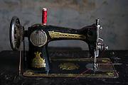 Old Singer sewing machine. Tailors table, on Kathiresan Street, Pettah. Colombo.