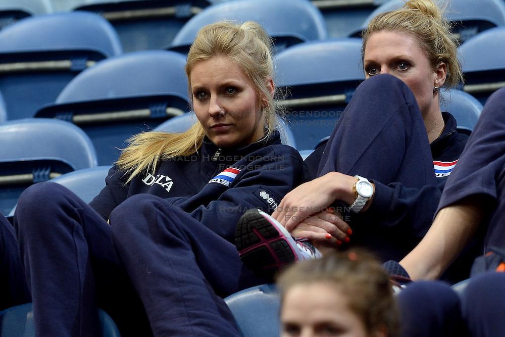 30-09-2015 NED: Volleyball European Championship Wit Rusland - Polen, Rotterdam<br /> Polen wint moeilijk de play-off wedstrijd van Wit Rusland 3-2 en is de tegenstander van Nederland morgen / Laura Dijkema #14, Quinta Steenbergen #7