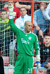 SUNDERLAND, ENGLAND - Saturday, August 16, 2008: Liverpool's goalkeeper Pepe Reina in action against Sunderland during the opening Premiership match of the season at the Stadium of Light. (Photo by David Rawcliffe/Propaganda)