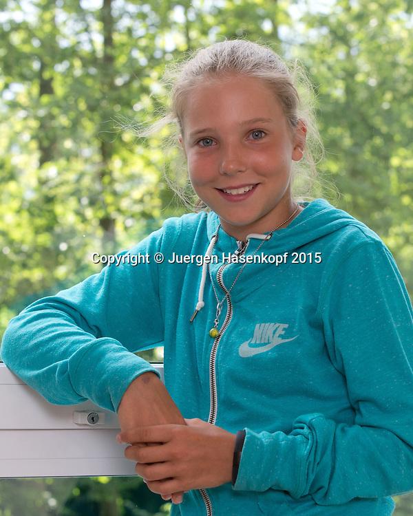 Luisa Meyer auf der Heide (GER) als Besucherin beim ATP Turnier,Zuschauer,Fan,<br /> <br /> <br /> Tennis - Gerry Weber Open - ATP 500 -  Gerry Weber Stadion - Halle / Westf. - Nordrhein Westfalen - Germany  - 18 June 2015. <br /> &copy; Juergen Hasenkopf