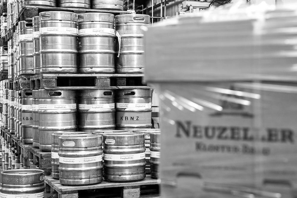 """Germany - Deutschland - Klosterbrauerei Neuzelle; Deutsches Reinheitsgebot; Deutsches BIER; Dunkelbier """"Schwarzer Abt""""; Bier-Kriege; Amtsposse; BEER WAR; GERMAN BEER; Purity law; Monastery Brewery Neuzelle; Beer Production; Helmut Fritsche; Senior Chief, 78 y.; Stefan Fritsche, Junior Chief, 49 y.; Neuzelle, 21.03.2016; © Christian Jungeblodt"""