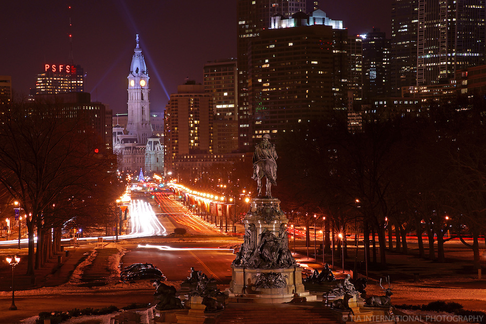 City Hall & Benjamin Franklin Parkway (Night)