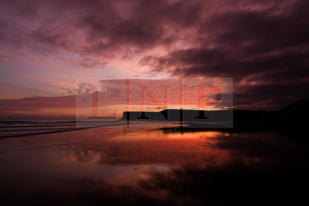 © Licensed to London News Pictures. <br /> 30/10/2016. <br /> Saltburn-by-the-Sea, UK.  <br /> The sun begins to rise over the beach and cliffs at Saltburn-by-the-Sea on the north east coast of England.<br /> Photo credit: Ian Forsyth/LNP