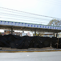 TOLUCA, Mexico (Febrero 15, 2017).-  A pesar de que ha subido el combustible, en el valle de Toluca se siguen construyendo más gasolineras como en la Avenida Alfredo del Mazo, Avenida 5 de mayo de la ciudad de Toluca así como en el municipio de Mexicalitzingo. Agencia MVT. José Hernández.
