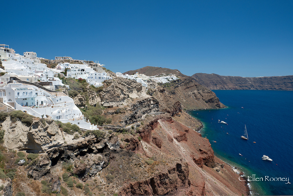 White washed stone houses above the caldera in Oia, Santorini, The Cyclades, The Aegean, The Greek Islands, Greece, Europe