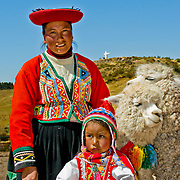 South America, Oeru, Cuzco, Cusco, Sacsaywaman, Sacsayhuaman, Mother and daughter in traditional dress at historic Sacsaywaman in the hills above Cuzco, Peru.