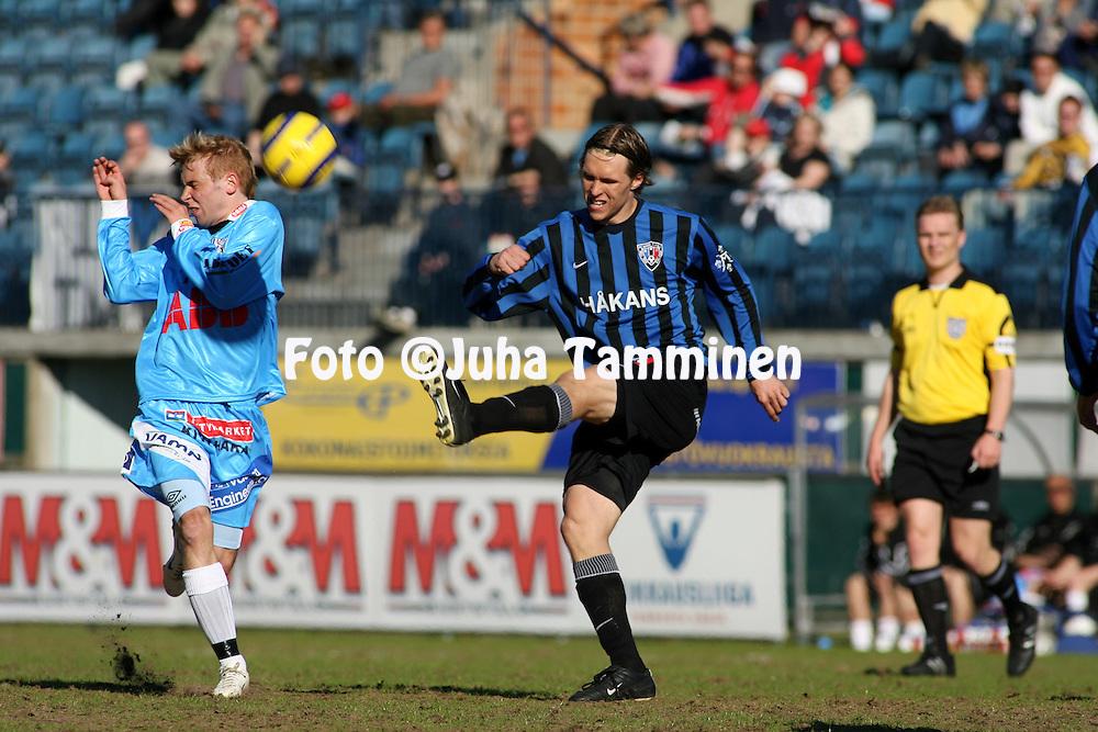 04.06.2006, Veritas Stadion, Turku, Finland..Veikkausliiga 2006 - Finnish League 2006.FC Inter Turku - Vaasan Palloseura.Ari Nyman (Inter) v Miika Ekstr?m (VPS).©Juha Tamminen.....ARK:k