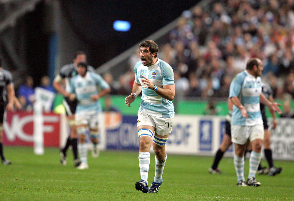 Juan Fernandez Lobbe shouts at his team mates to concentrate after Argentina score a try. Argentina v Scotland (19 - 13) Stade de France, St Dennis, 07/10/2007, Quarter Final Match 44. Rugby World Cup 2007..