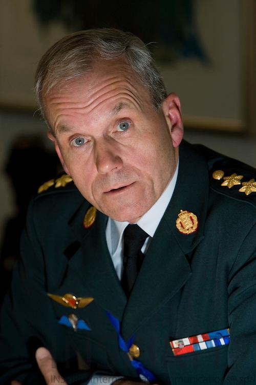 BRUSSELS - BELGIUM - 10 NOVEMBER 2009 -- Knud Bartels på pressemoedet i NATOs hovedkvarter efter sin udnaevnelsetil forsvarschef..   PHOTO: ERIK LUNTANG