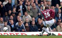 Photo: Daniel Hambury.<br />West Ham United v Manchester City. The Barclays Premiership. 15/04/2006.<br />West Ham's Shaun Newton scores. 1-0.
