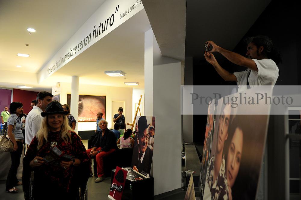 OGGI 18 Settembre 2010<br /> Live al Cineporto di Bari con ProPugliaPhoto e Apulia Film Commission<br /> Fotografia di Ida Santoro