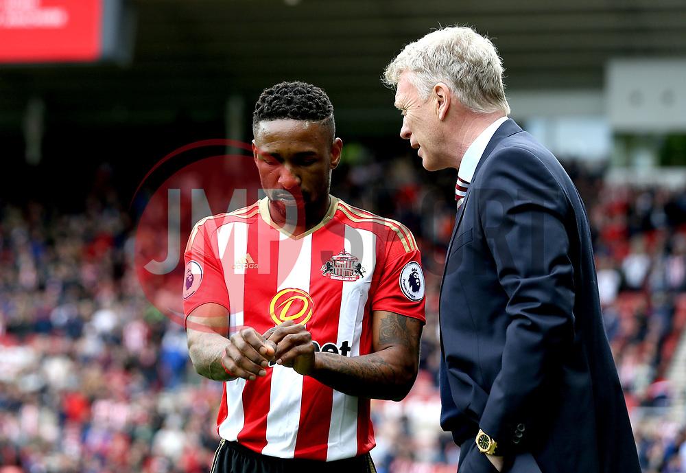Jermain Defoe of Sunderland speaks with Sunderland manager David Moyes - Mandatory by-line: Robbie Stephenson/JMP - 13/05/2017 - FOOTBALL - Stadium of Light - Sunderland, England - Sunderland v Swansea City - Premier League