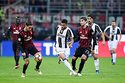 22.10.2016, Stadio Giuseppe Meazza, Mailand, ITA, Serie A, AC Milan vs Juventus Turin, 9. Runde, im Bild Dani Alves // Dani Alves during the Italian Serie A 9th round match between AC Milan and Juventus Turin at the Stadio Giuseppe Meazza in Mailand, Italy on 2016/10/22. EXPA Pictures © 2016, PhotoCredit: EXPA/ laPresse/ Daniele Badolato<br /> <br /> *****ATTENTION - for AUT, SUI, CRO, SLO only*****