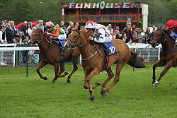 Lady Joanna Vassa ridden by Connor Beasley (C) wins the 4.00 The Odds On Favourite DG Taxis 01159500500 Handicap Stakes - Mandatory by-line: Jack Phillips/JMP - 22/05/2016 - HORSE RACING - Nottingham Racecourse - Nottingham, England - The Nottingham Post Community Day In Association With MacMillan
