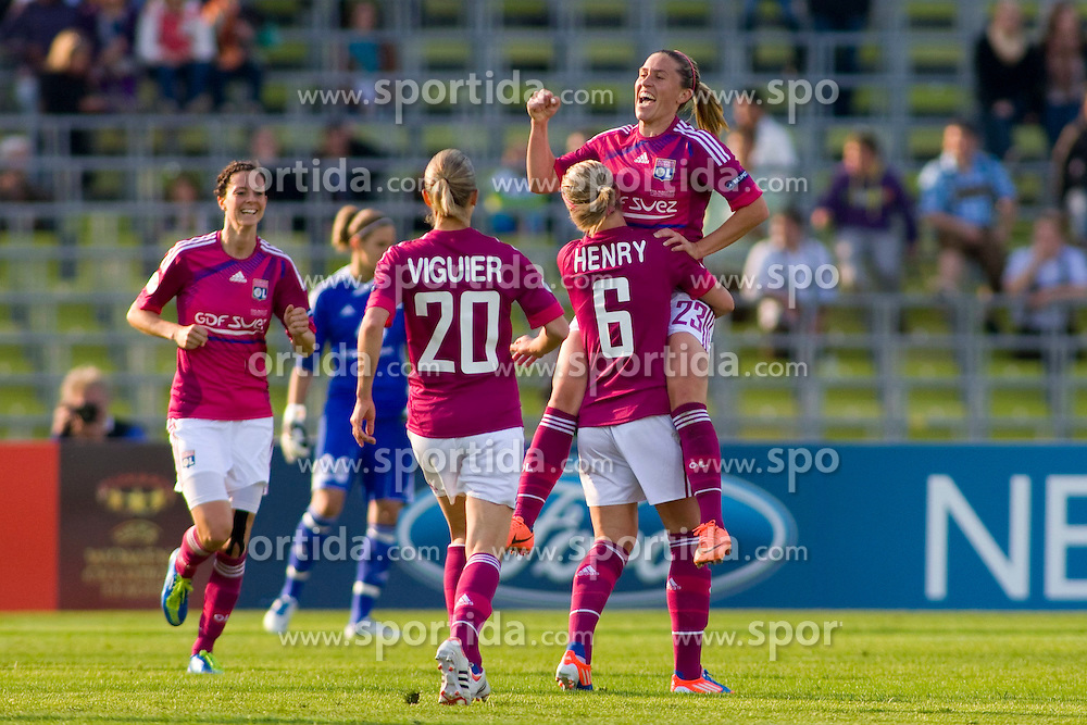 17.05.2012, Olympiastadion, Muenchen, GER, UEFA CL, Finale Damen, Olympic Lyon (FRA) vs FFC Frankurt (GER), im Bild Lyon players celebrate the 2nd goal scored by Lyon's french midfielder Camille Abily during the UEFA Champions League final for women played at the Olympia Stadion and contested by Olympic Lyon from France and FFC Frankurt from Germany, Germany on 2012/05/17 . EXPA Pictures © 2012, PhotoCredit: EXPA/ Mitchel Gunn