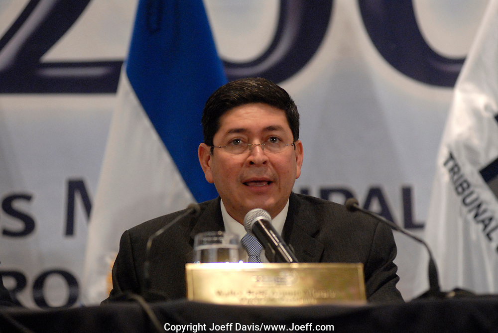 President of El SalvadorÕs Supreme Electoral Court, Walter Ren? Araujo Morales, announces the results of 2009 Presidential election at the Radisson hotel in san Salvador, El Salvador, March 15, 2009.