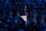 PEQUIM, CHINA,8/8/2008, 23h56 (horario local): ***EXCLUSIVO FOLHA*** OLIMPIADAS 2008: O ex ginasta Li Ning Carrega a tocha Olimpica na cerimonia de abertura dos Jogos Olimpicos de Pequim - 2008. A cerimonia foi realizada no estadio Nacional, o conhecido Ninho de Passaro. (foto: Caio Guatelli/Folha Imagem)PEQUIM, CHINA, 8/8/2008, 23h56: Olimpiadas 2008. jogos olimpicos de Pequim<br /> . (foto: Caio Guatelli)