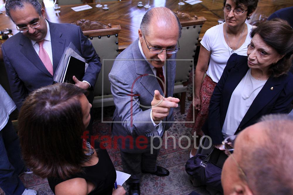 Foto Marcelo D'Sants/Frame - O governador Geraldo Alckmin recebeu nesta terça-feira, 21/01/2014 no Palácio dos Bandeirantes que fica na Avenida Morumbi, 4.500 em São Paulo - SP, os representantes da sociedade civil para debater o Projeto de Lei 777/2013, que trata da proibição de testes com animais no Estado de São Paulo e está em análise para sanção ou veto.