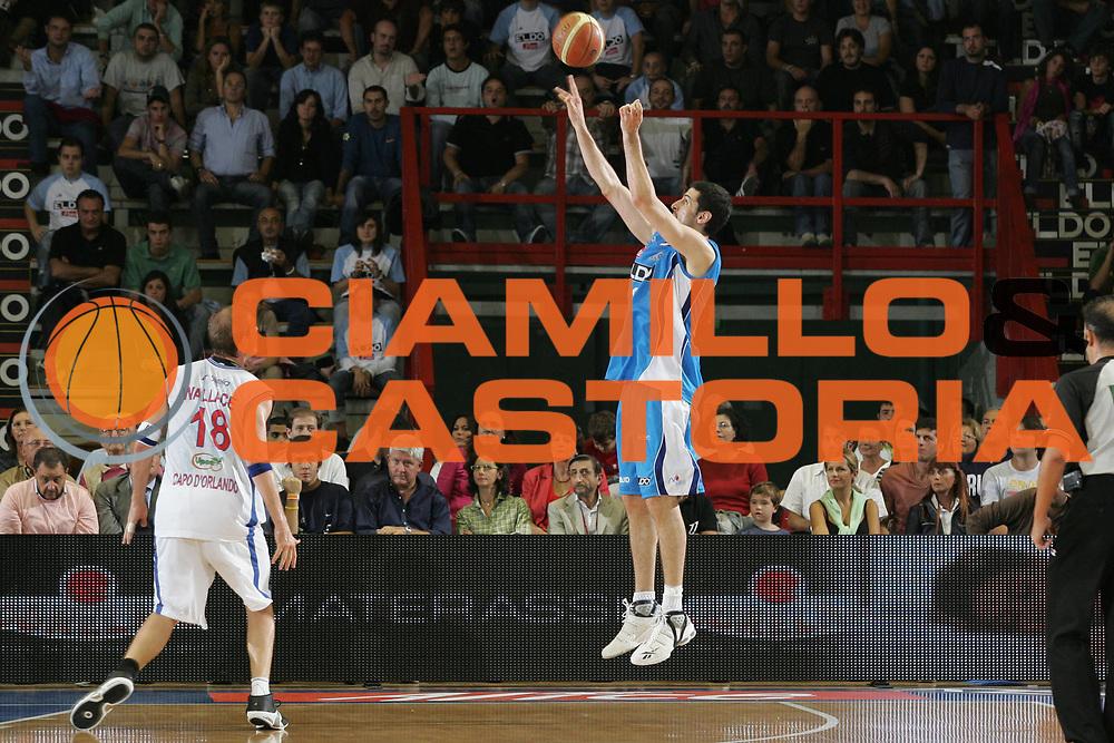 DESCRIZIONE : Napoli Lega A1 2007-2008 Eldo Napoli Pierrel Capo d'Orlando<br /> GIOCATORE : Sebastian Cacciola<br /> SQUADRA : Eldo Napoli<br /> EVENTO : Campionato Lega A1 2007-2008 <br /> GARA : Eldo Napoli Pierrel Capo d'Orlando<br /> DATA : 07/10/2007<br /> CATEGORIA : Tiro<br /> SPORT : Pallacanestro <br /> AUTORE : Agenzia Ciamillo-Castoria/A.De Lise