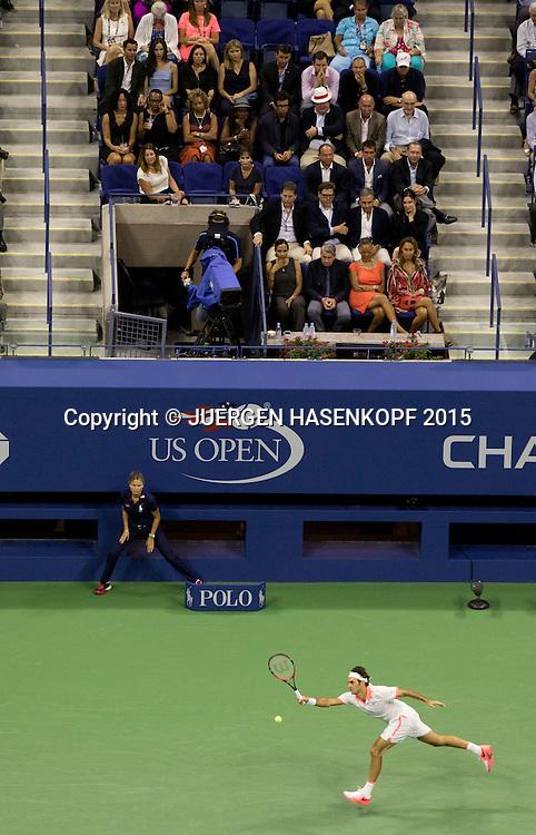 US Open Feature, Arthur Ashe Stadium von oben, Roger Federer spielt vor der Ehrenloge,VIP Gaeste,<br /> <br /> Tennis - US Open 2015 - Grand Slam ITF / ATP / WTA -  Flushing Meadows - New York - New York - USA  - 11 September 2015.