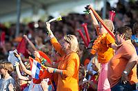 BOOM -  Publiek tijdens de eerste poulewedstrijd van Oranje tijdens het Europees Kampioenschap hockey   tussen de mannen van  Nederland en Ierland . ANP KOEN SUYK