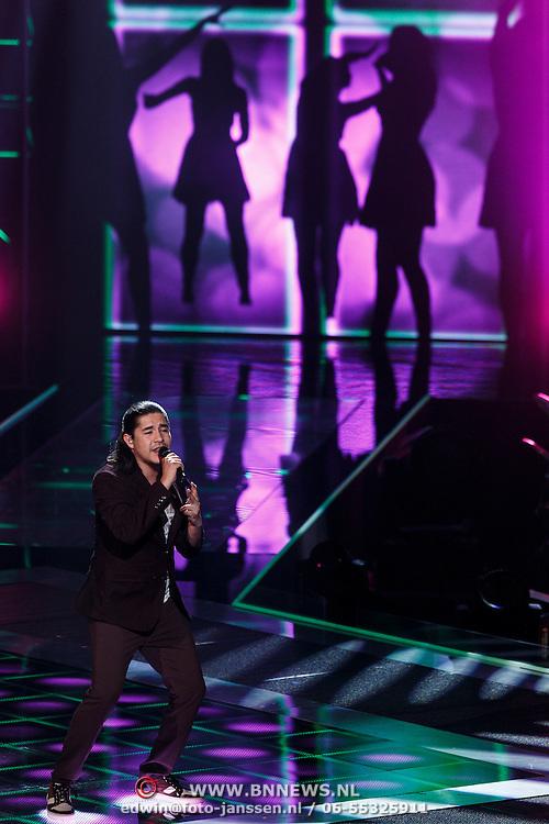 NLD/Hilversum/20131107- The Voice of Holland 1e live uitzending, optreden Jarno Ibarra