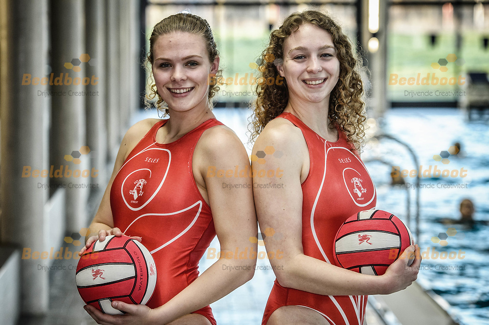 04-04-2018: Waterpolo: Waterpolozussen van Rossum in UZSC Dames 1: Utrecht<br /> <br /> (L-R) Emma en Anne van Rossum van UZSC in zwembad de Krommerijn in Utrecht<br /> <br /> Eredivisie Dames - Seizoen 2017 / 2018 <br /> <br /> Foto: Gertjan Kooij