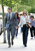09.MAY.2011. LONDON<br /> <br /> STELLA MCCARTNEY AND ALASDHIAR WILLIS HOLDING HANDS ON THE SCHOOL RUN IN CENTRAL LONDON<br /> <br /> BYLINE: EDBIMAGEARCHIVE.COM<br /> <br /> *THIS IMAGE IS STRICTLY FOR UK NEWSPAPERS AND MAGAZINES ONLY*<br /> *FOR WORLD WIDE SALES AND WEB USE PLEASE CONTACT EDBIMAGEARCHIVE - 0208 954 5968*