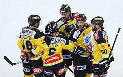 31.10.2015, Albert Schultz Eishalle, Wien, AUT, EBEL, UPC Vienna Capitals vs HC TWK Innsbruck Die Haie, 17. Runde, im Bild Torjubel Matthew Dzieduszycki (UPC Vienna Capitals), Rafael Rotter (UPC Vienna Capitals), Florian Iberer (UPC Vienna Capitals), Kurtis McLean (UPC Vienna Capitals) und Troy Milam (UPC Vienna Capitals) // during the Erste Bank Icehockey League 17th Round match between UPC Vienna Capitals and HC TWK Innsbruck  Die Haie at the Albert Schultz Ice Arena, Vienna, Austria on 2015/10/31. EXPA Pictures © 2015, PhotoCredit: EXPA/ Thomas Haumer