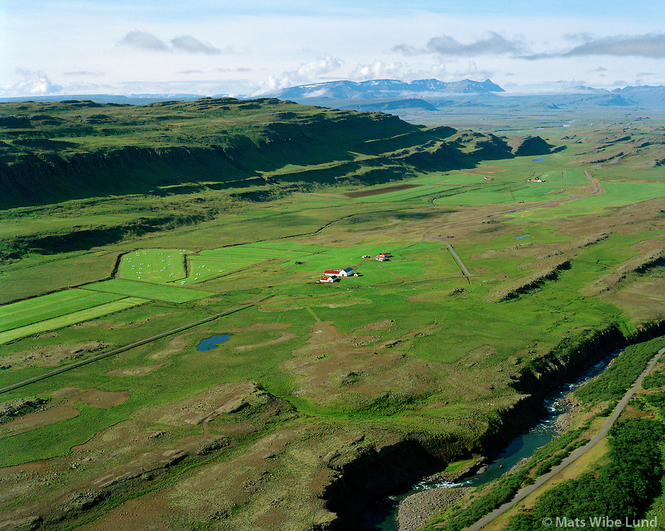 Ásbjarnarstaðir séð til suðurs, Borgarbyggð áður Þverárhlíðarhreppur. / Asbjarnarstadir viewing south, Borgarbyggd former Thverarhlidarhreppur.