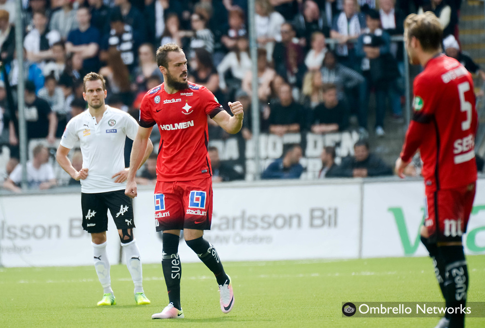ÖREBRO, SWEDEN - MAY 22: Emir Kujovic of IFK Norrköping celebrates after scoring while Logi Valgardsson of Örebro SK is dejected during the allsvenskan match between Örebro SK and IFK Norrköping at Behrn Arena on May 22, 2016 in Örebro, Sweden. Foto: Pavel Koubek/Ombrello
