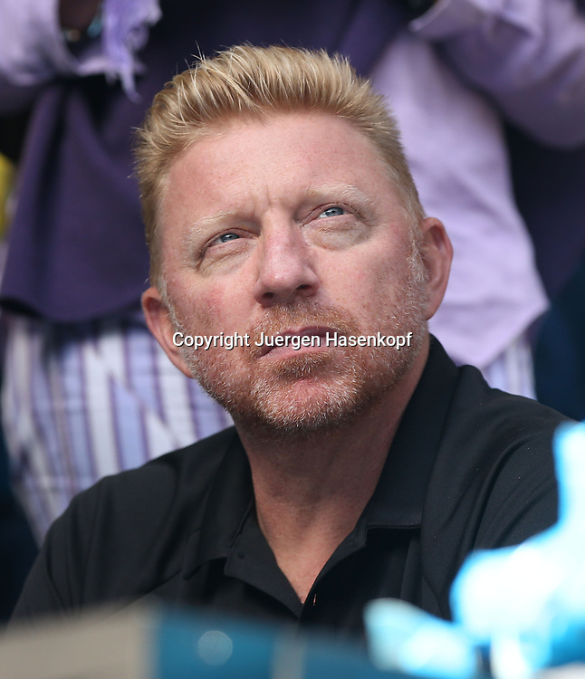 Australian Open 2014, Melbourne Park,ITF Grand Slam Tennis Tournament, <br /> Trainer Boris Becker (GER) sitzt in der Spielerloge von Novak Djokovic,Einzelbild, Halbkoerper,<br /> Hochformat, Coach,Zuschauer,Portrait,
